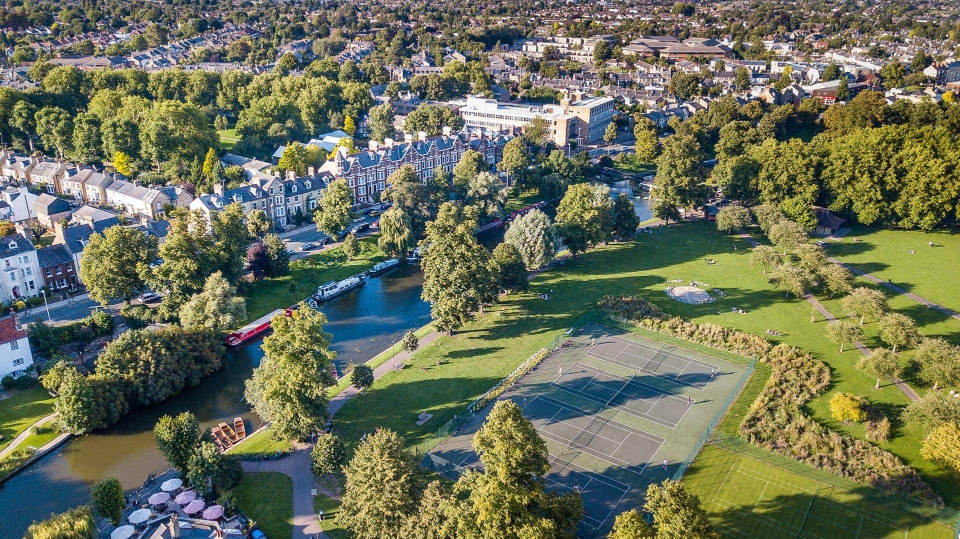 Cambridge Skyline, tennis pitch